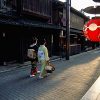 Maiko and her helper Gion Kyoto